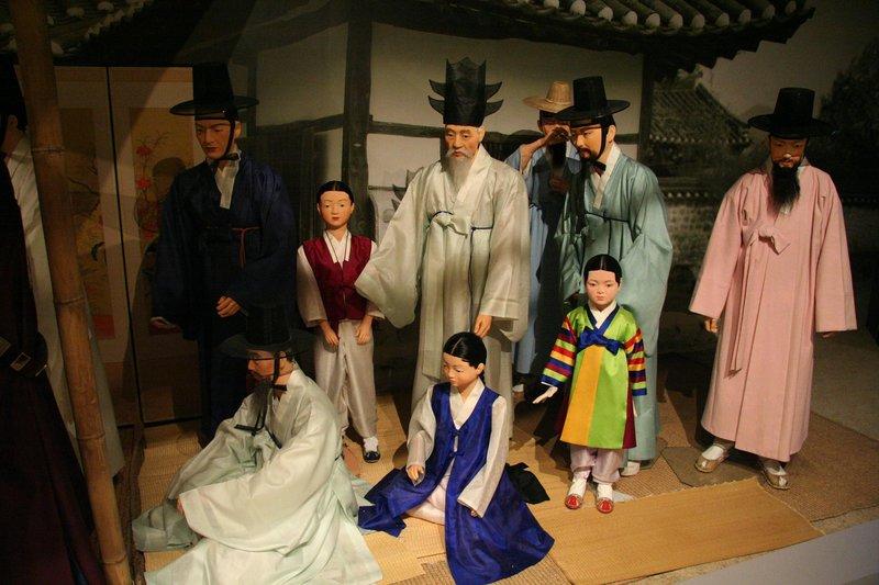 Durumagi Pakaian Tradisional Korea.jpg
