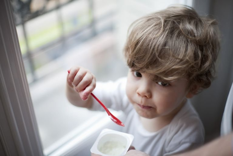 balita makan yogurt