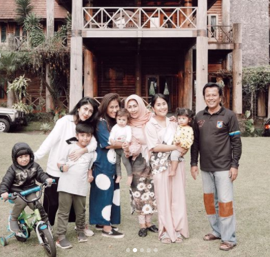 Gya Sadiqah dan Keluarga 3.png