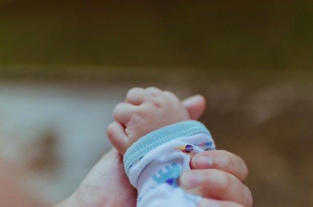 Hati-Hati Jika Menemukan 4 Tanda Ini Berarti Bayi Sedang Kepanasan -2.jpg