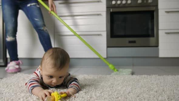 Hati-Hati Pastikan Bayi Tetap Aman Saat Merangkak -6.jpg