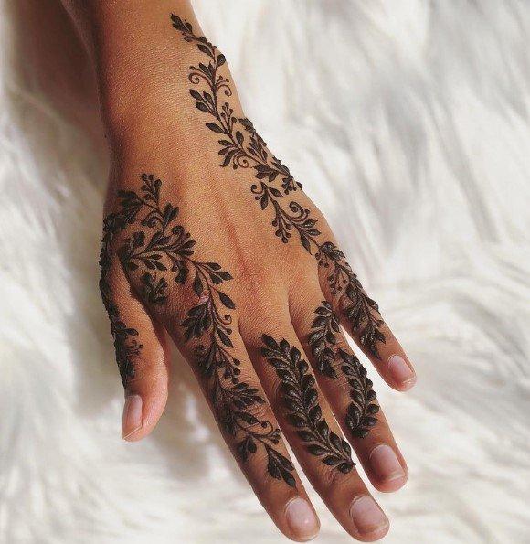 Desain Henna Perhiasan Pendek