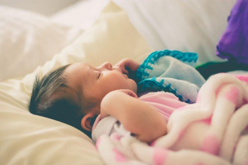 Bayi Mengeluarkan Suara Saat Tidur Apakah Normal? -1