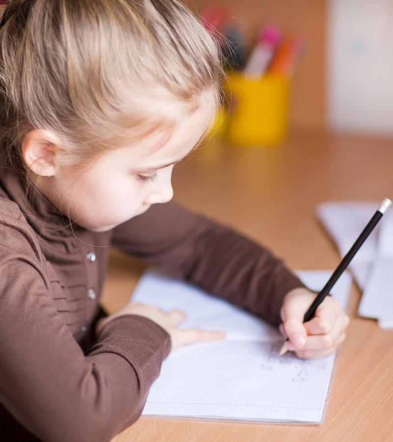 How-To-Teach-And-Help-Your-Left-Handed-Child-To-Write-1.jpg