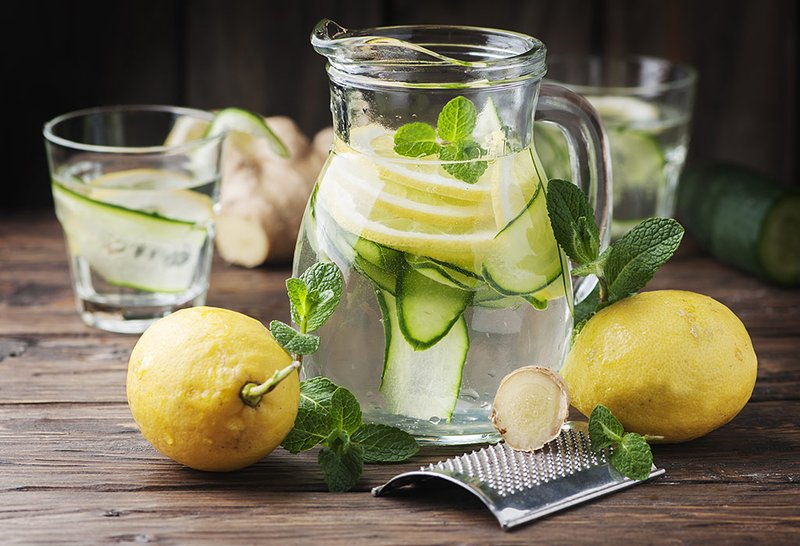 manfaat infused water lemon