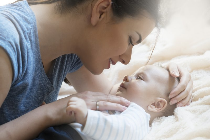 Ide Stimulasi Untuk Bayi Baru Lahir.jpg