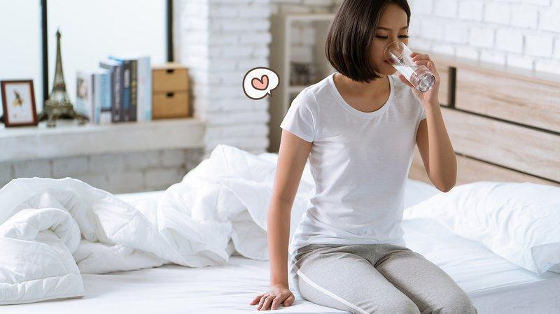 Minum air untuk meredakan sakit pinggang