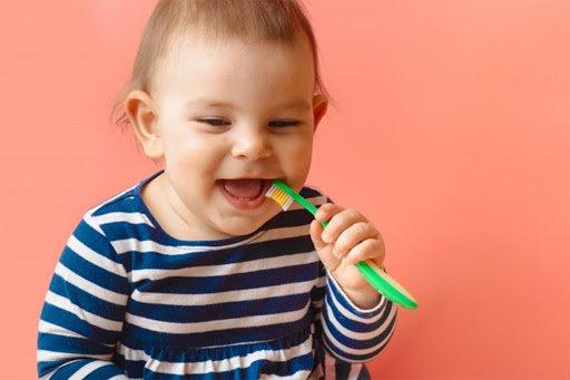 Ini 4 Cara Aman Menggosok Bayi Tumbuh Gigi Bayi -4.jpg
