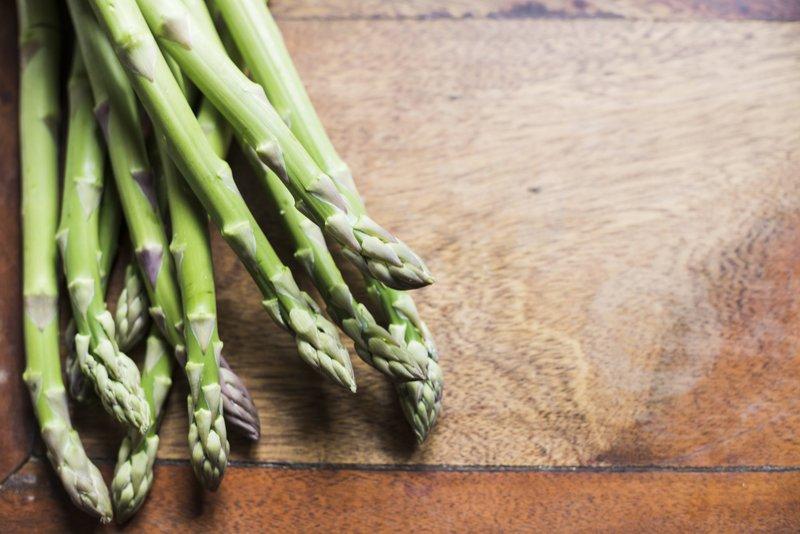 Ini Dia, Makanan yang  Membantu Mengendurkan Saraf dan Pikiran Anda 02 asparagus freepik com.jpg