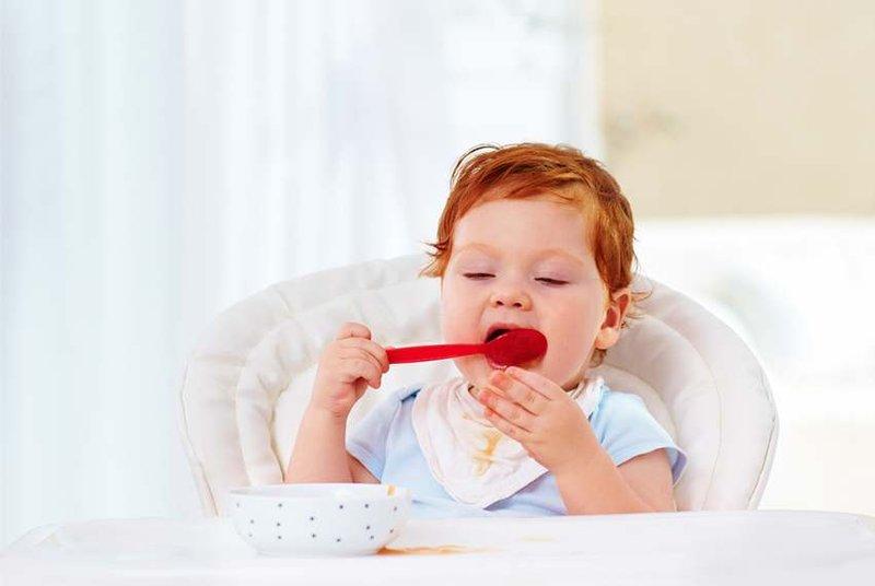 Ini Dia Usia Tepat Anak Belajar Makan Sendiri 01.jpg