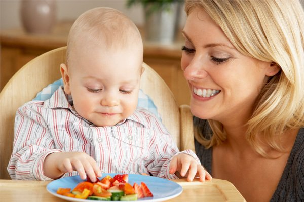 Ini Dia Usia Tepat Anak Belajar Makan Sendiri 02.jpg