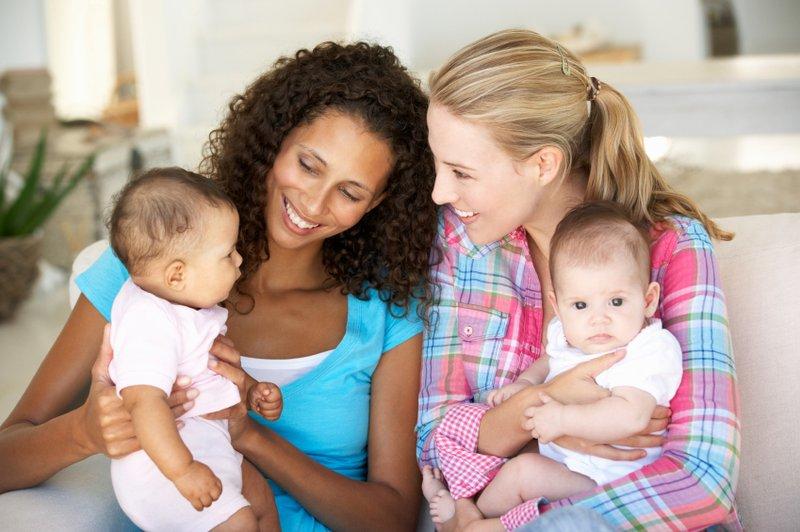 Ini Pentingnya Baby Talk untuk Perkembangan Otak Bayi__-2.jpg