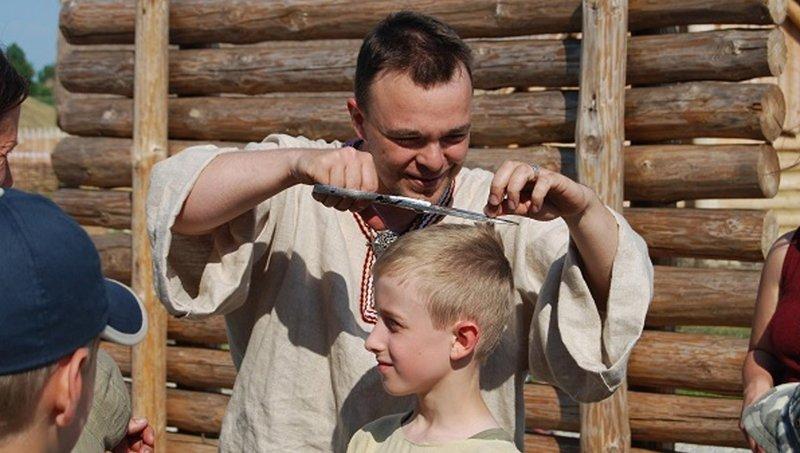 Intip Keunikan 7 Tradisi Cukur Rambut Pertama Anak Dari Berbagai Budaya 6.jpg