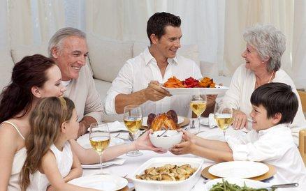 Jangan Diremehkan, Ini 5 Manfaat Makan Bersama Keluarga di Rumah 01.jpg