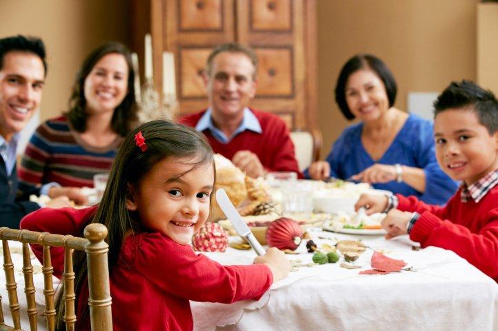 Jangan Diremehkan, Ini 5 Manfaat Makan Bersama Keluarga di Rumah 03.jpg