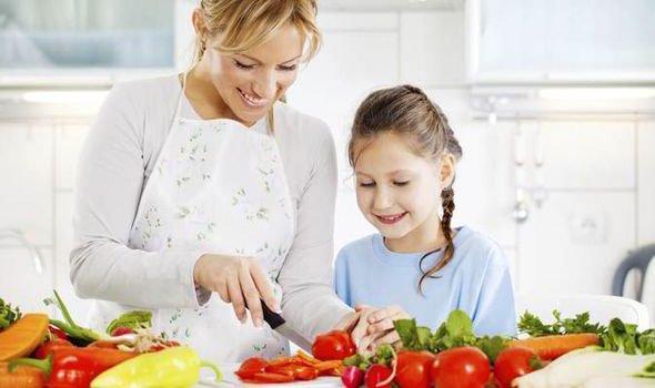 Jangan Diremehkan, Ini 5 Manfaat Makan Bersama Keluarga di Rumah 05.jpg