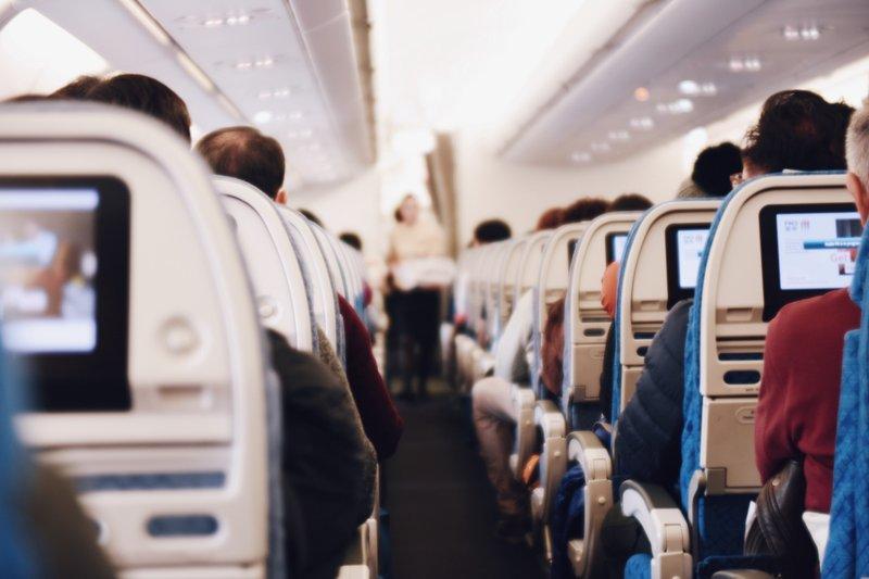 Jangan Lakukan 3 Hal Ini Jika Ingin Naik Pesawat Saat Hamil 1.jpg