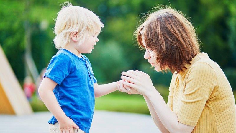 sifat buruk orang tua yang berpengaruh pada anak