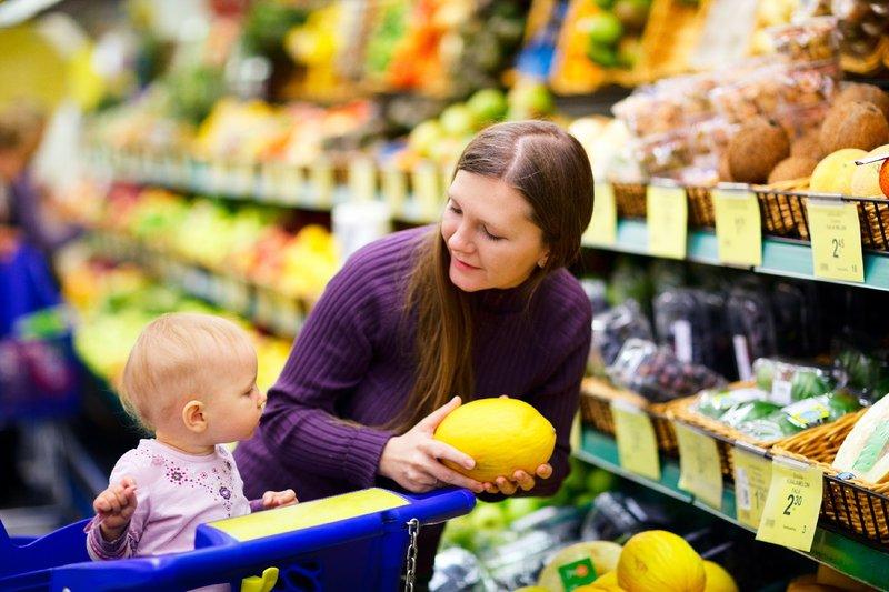 Jangan Takut Jatuh, Ini 4 Cara Agar Anak Aman Duduk di Troli Belanja Supermarket  02.jpg
