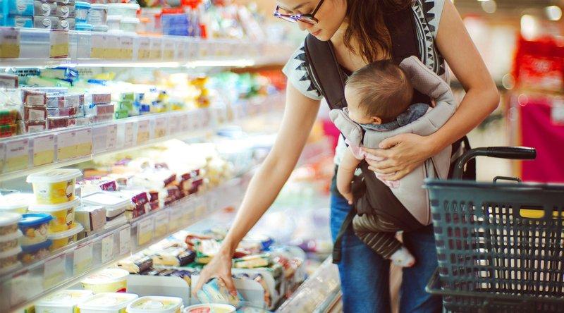 Jangan Takut Jatuh, Ini 4 Cara Agar Anak Aman Duduk di Troli Belanja Supermarket  03.jpg