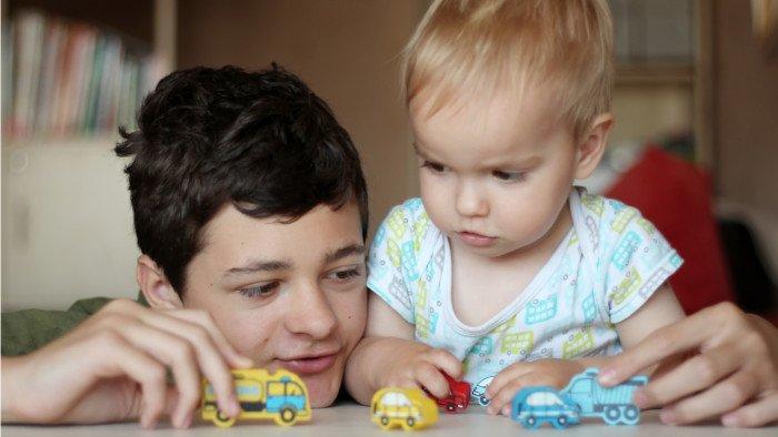 Jarak Usia Anak Jauh, Ini Tips untuk Orangtua 1.jpg