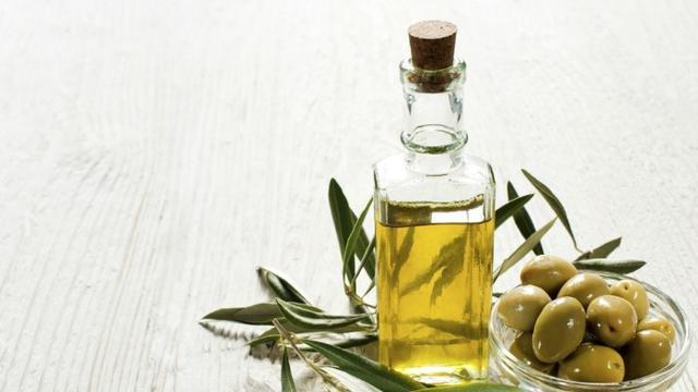 Jenis minyak zaitun sebagai pelumas alami yang aman.jpg
