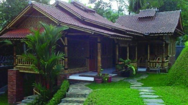 Rumah Adat Sunda Jubleg Nangkub
