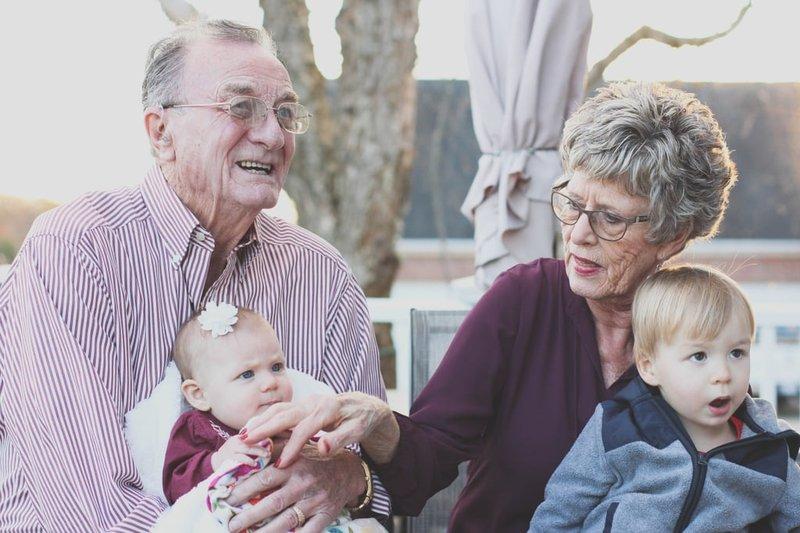 kakek nenek tidak dekat dengan cucu