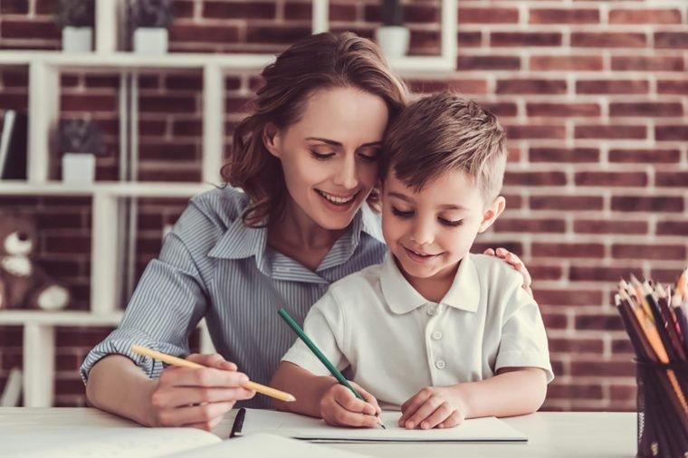 Kapan Anak Boleh Dibantu Bikin PR, dan Kapan Tidak Boleh Dibantu 3.jpg