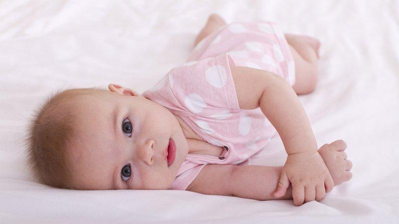 bayi berguling sendiri