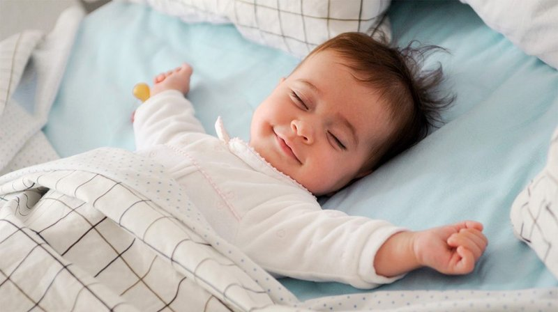 Kapan Bayi Boleh Tidur dengan Bantal dan Selimut? 1