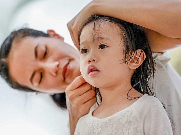 Kelembapan Berlebih Pada Telinga Bayi.jpg