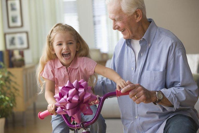 Kenali 5 Tipe Perilaku Kakek-Nenek pada Cucunya-3.jpg