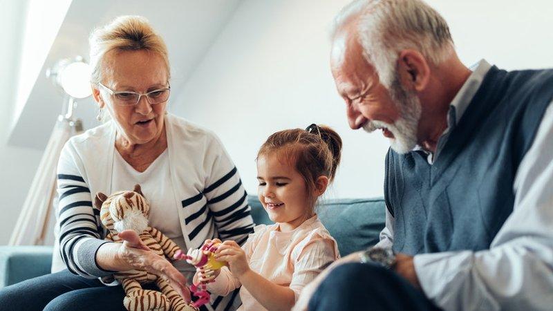 Kenali Fun Seeker, Tipe Kakek-Nenek yang Sering Manjakan Cucu-2.jpg