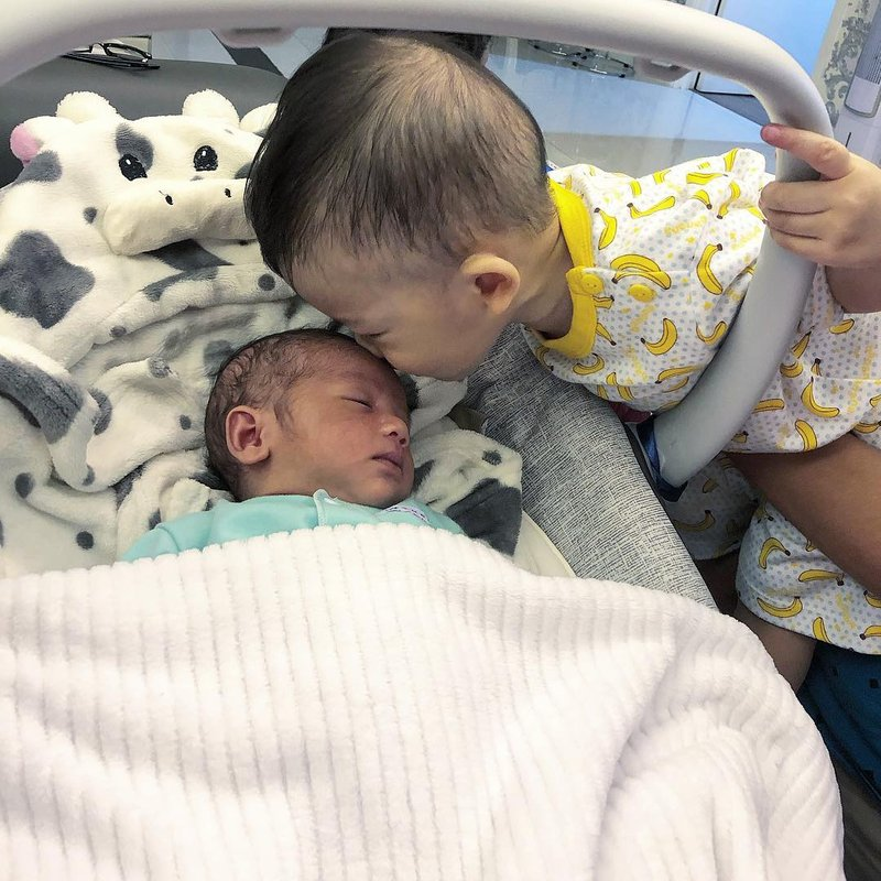 Punya Dua Anak Kecil, Begini Keseruan Keluarga Kezia Karamoy