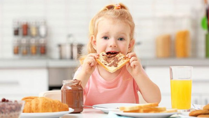 Kiat Mengatasi Kebiasaan Anak Makan Terlalu Cepat 1.jpg