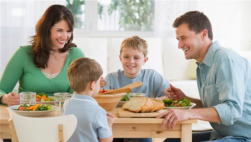 Kiat Mengatasi Kebiasaan Anak Makan Terlalu Cepat 2.jpg