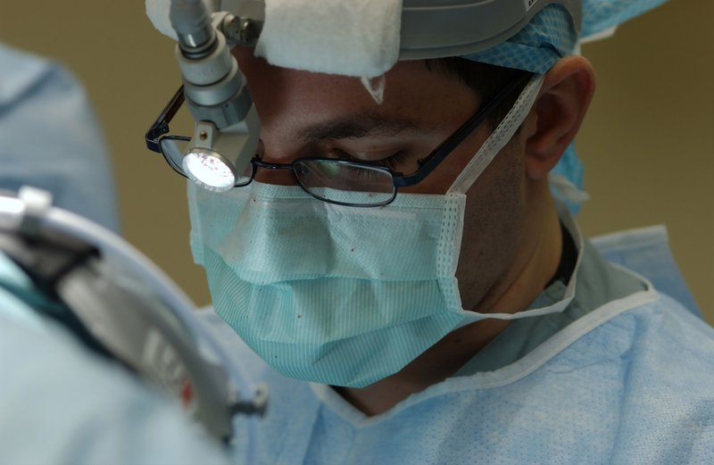 Langkah Operasi Sinus Menggunakan Prosedur Endoskopi Hidung Anak.jpg