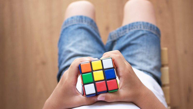Luar Biasa! 4 Manfaat Bermain Rubik Bagi Anak 1.jpg