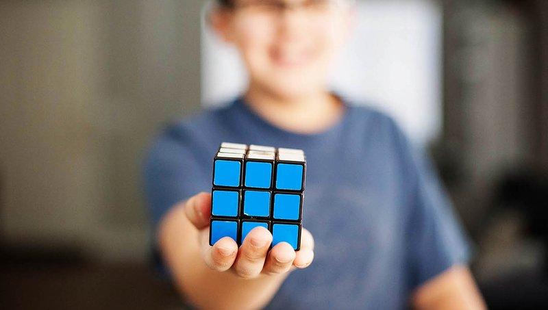 Luar Biasa! 4 Manfaat Bermain Rubik Bagi Anak 3.jpg
