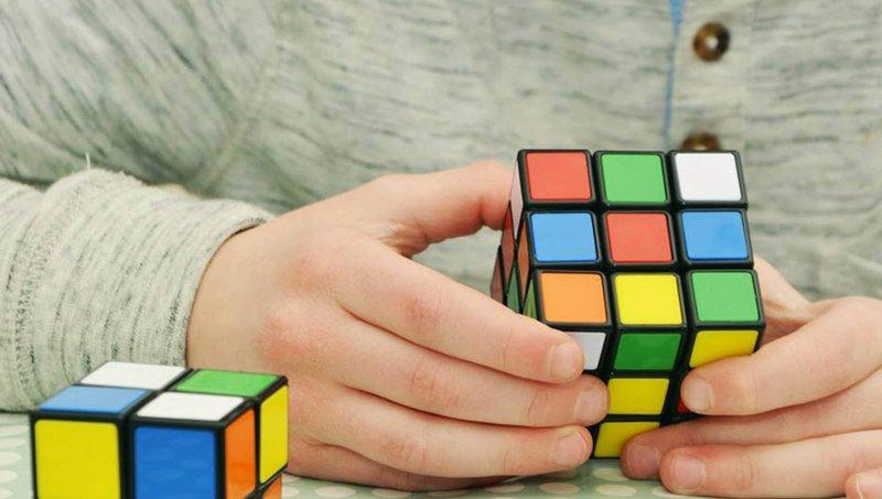 Luar Biasa! 4 Manfaat Bermain Rubik Bagi Anak 4.jpg