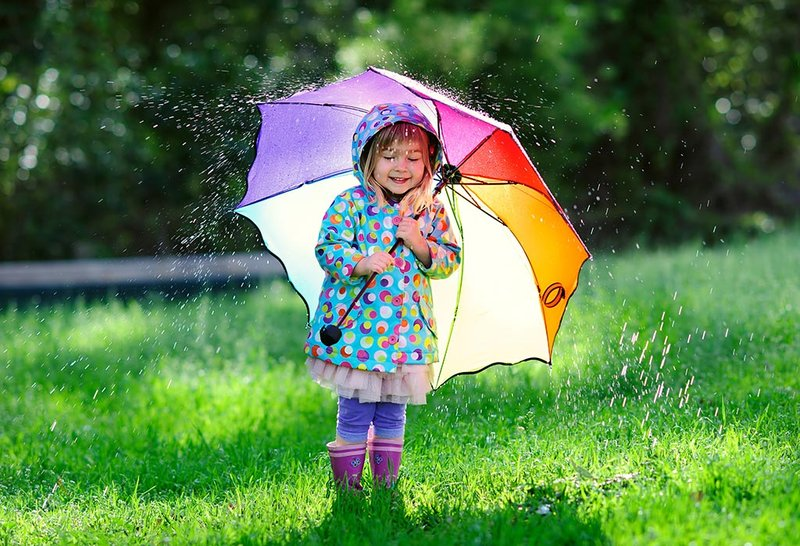 Manfaat Hujan untuk Anak-Anak