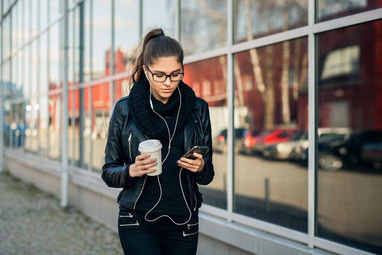 Manfaat Mendengarkan Musik untuk Kesehatan Mental-1.jpg