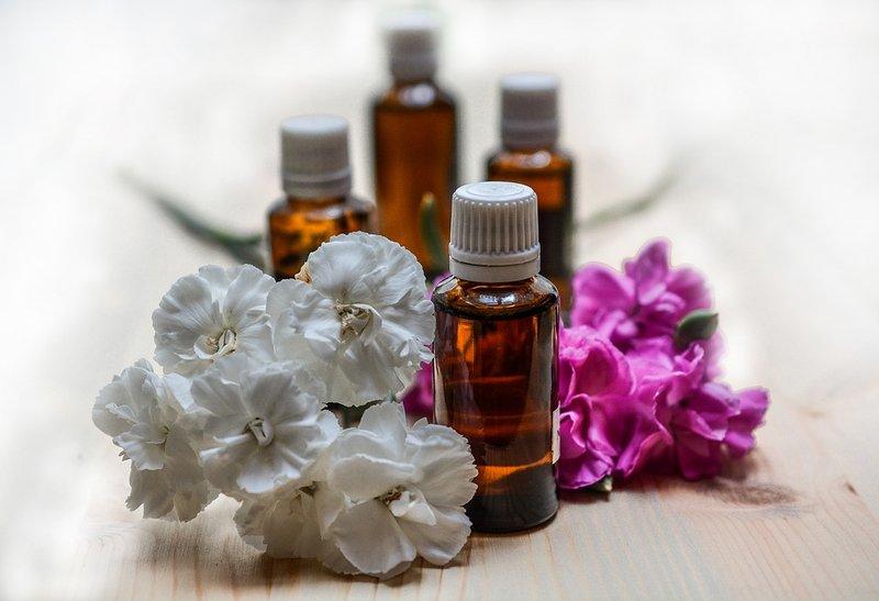 Manfaat dan Efek Samping Penggunaan Essential Oil 02.jpg