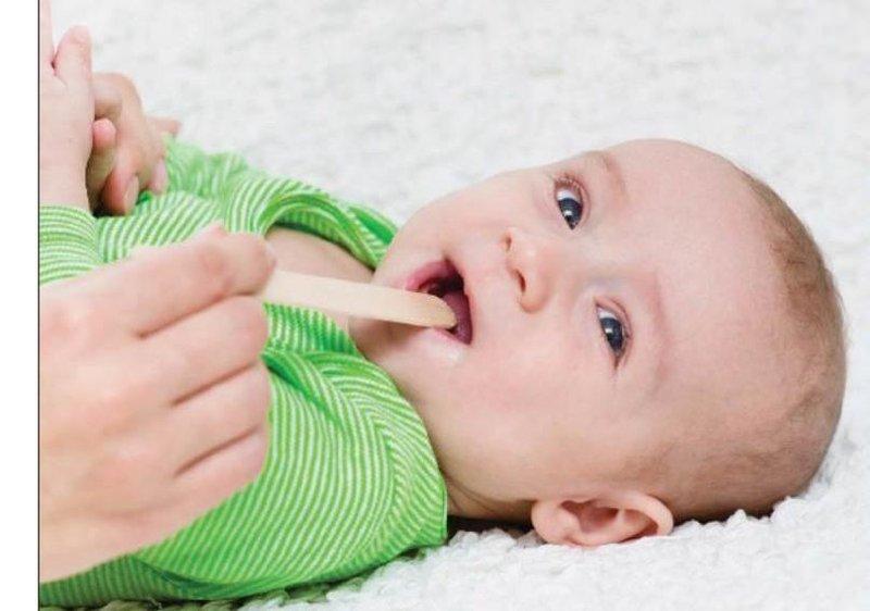 cara membersihkan mulut bayi