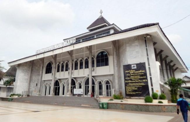 Masjid-Agung-Karawang-Saksi-Bisu-Pernikahan-Prabu-Siliwangi-e1497104571262.png