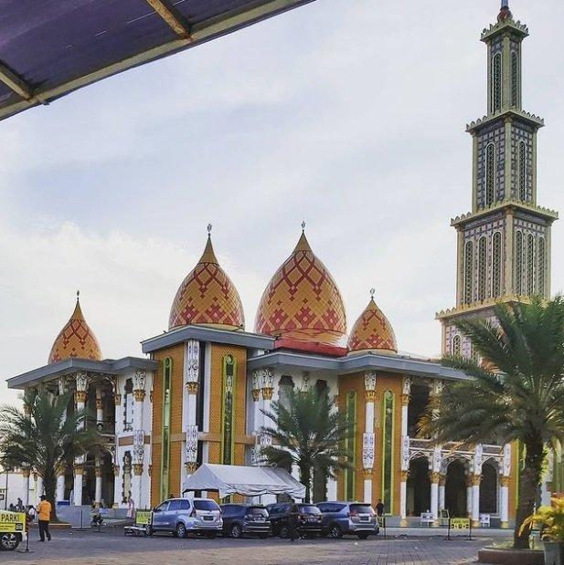 Masjid Roudhotul Muchlisin Jember.jpg