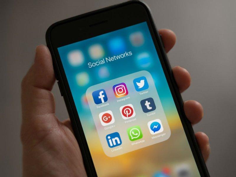 kritik media sosial-4