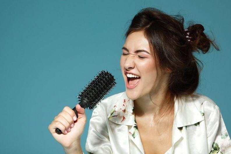 Melakukan Pemanasan Sebelum Bernyanyi