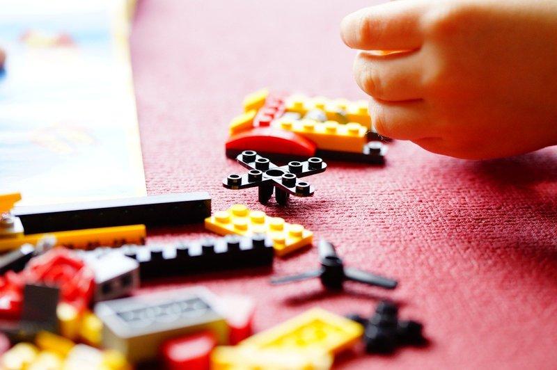manfaat bermain lego Melatih Motorik Halus.jpg